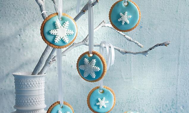 Keksi sa snježnim ukrasnom